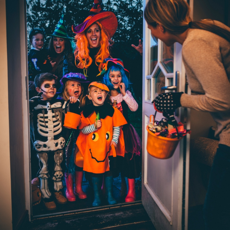 Children+and+their+mother%27s+on+a+Halloween+night%2C+trick-or-treating.+