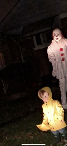 Pennywise and other actresses will be present inside the Haunted houses.